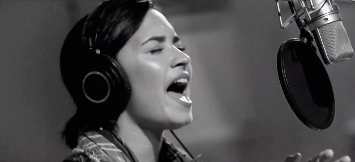 Demi Lovato – Stone Cold ( Live In Studio )