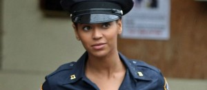 beyonce-police-officer-008