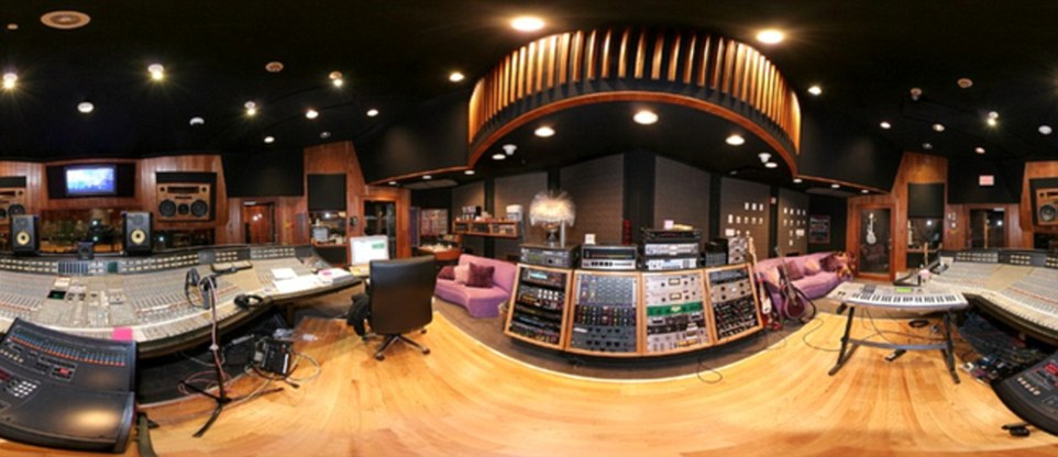 336CB65700000578-3553554-A_huge_recording_studio_which_was_designed_by_architect_Bret_The-a-105_1461329608811