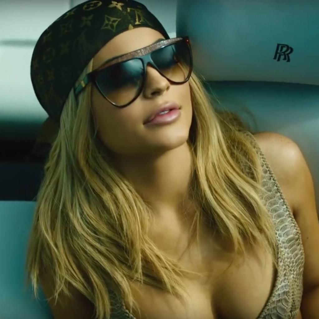 Kylie-Jenner-Blonde-Hair-1024x1024