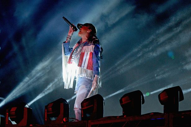 Rihanna-performs-onstage-with-Calvin-Harris-during-day-3-of-the-2016-Coachella