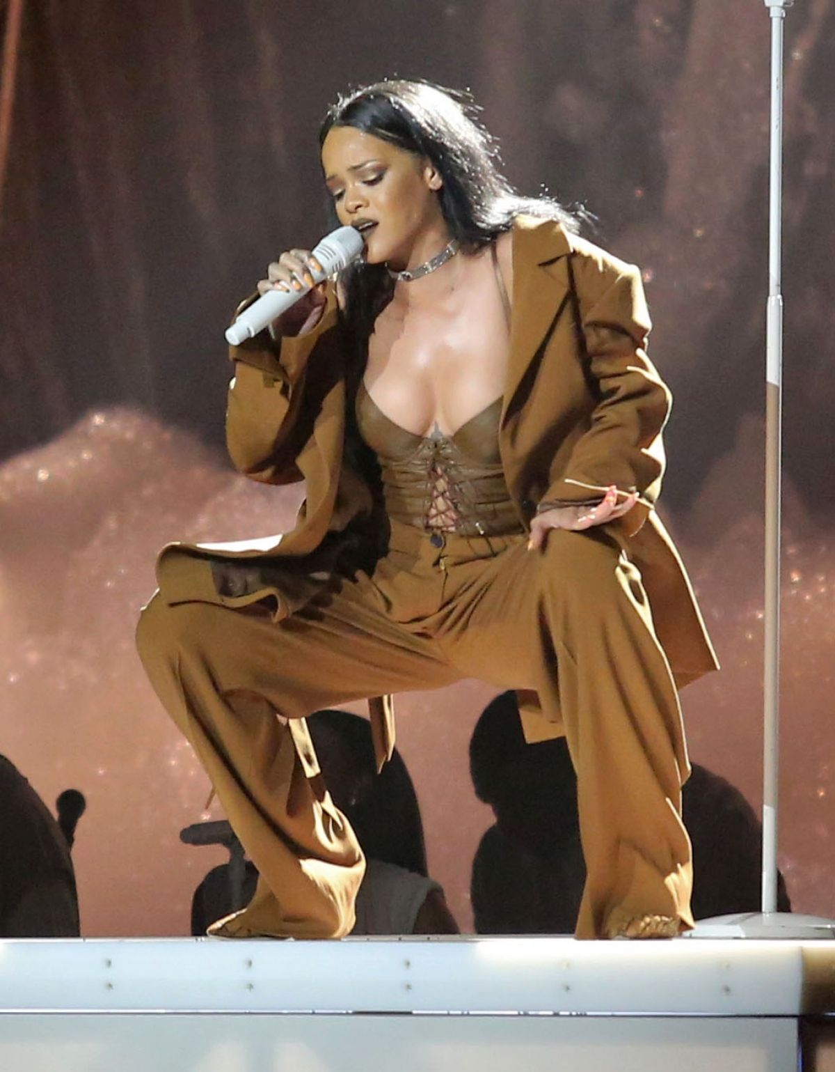 rihanna-performing-at-rogers-arena-in-vancouver_1