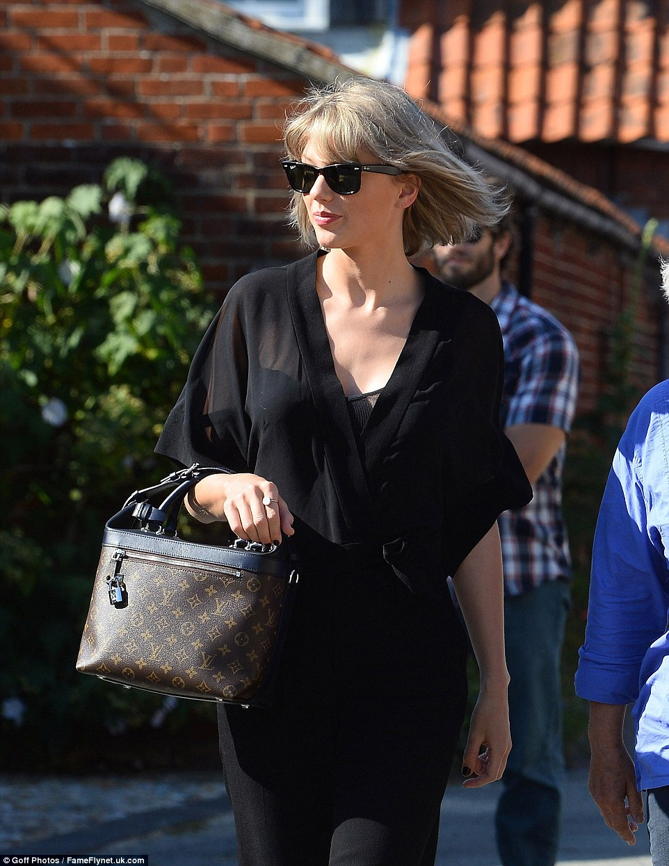 Taylor-Swift-Tom-Hiddlestonın-Annesiyle-Tanıştı-5
