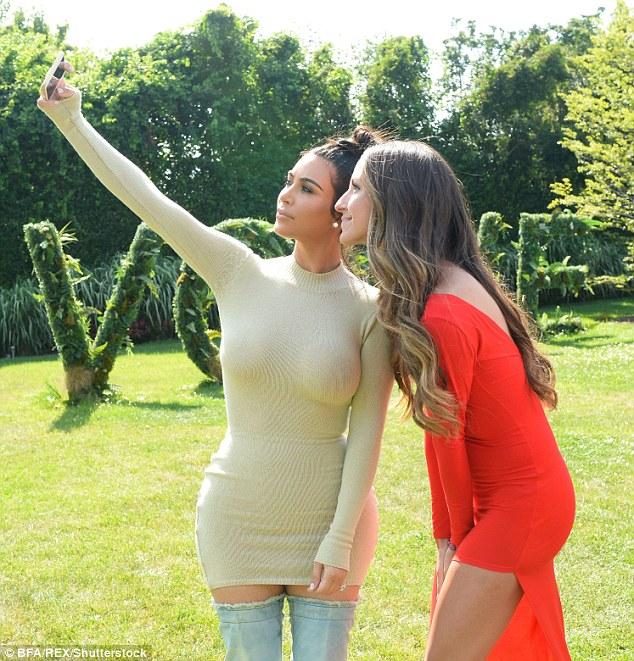 kim-kardashian-bir-saat-selfie-cekip-para-kazandi-8626009_2779_m