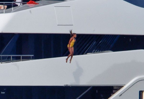 beyonce-jumps-off-yatch-081716-lead-620x413