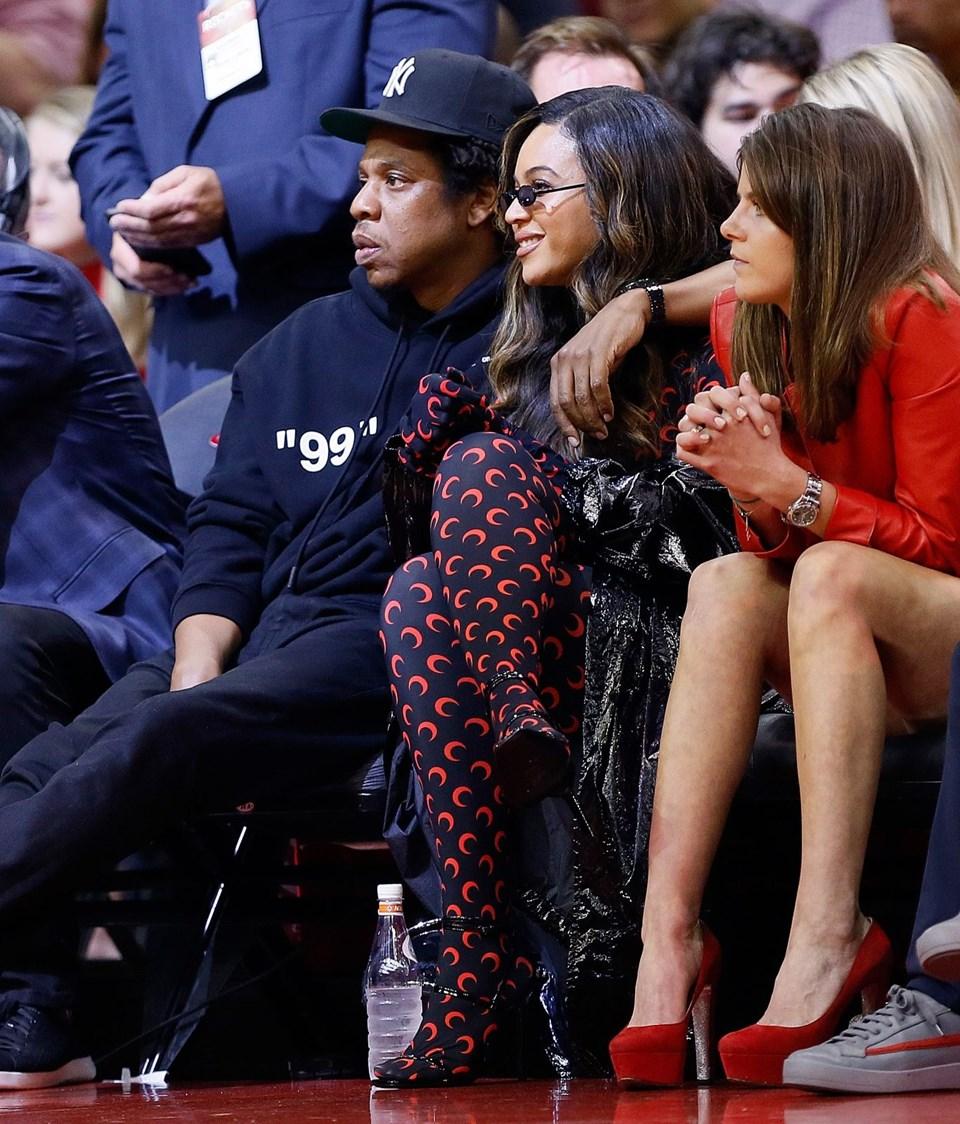 Emilia Clarke Ve Beyonce NBA Maçında