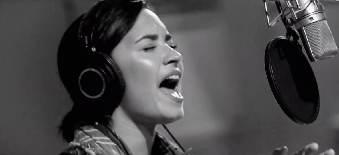 Demi Lovato – Stone Cold ( Live In Studio )