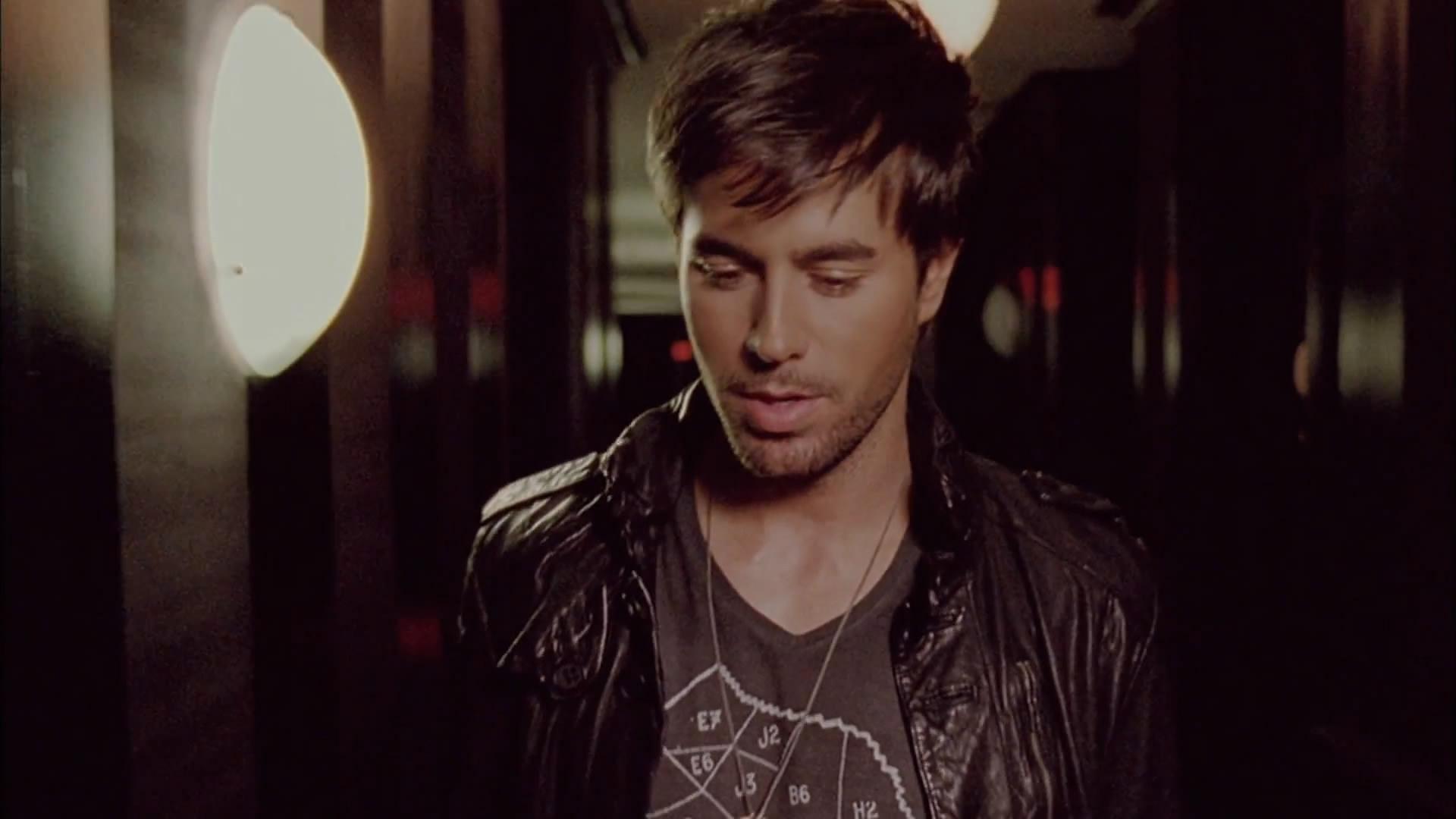 Dev ft Enrique Iglesias-Naked - YouTube