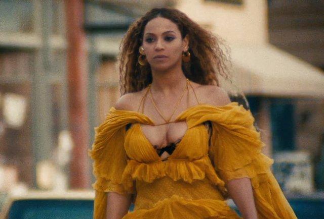 Hem güzelliği, hem sesi, hem danslarıyla herkesin takdirini kazanan Beyoncé, geçtiğimiz Cumartesi günü yeni albümü 'Lemonade'i yayınladı.