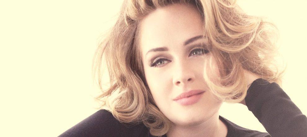 Adele ucuz tişört alışverişinde