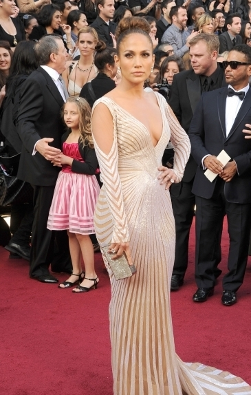 best-dressed-celebs-at-the-2012-oscars-3-435x580