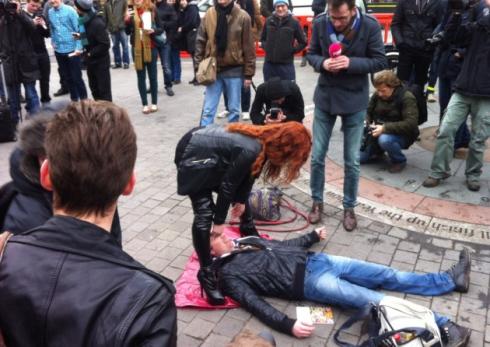 face-sitting-protesto-foto-11