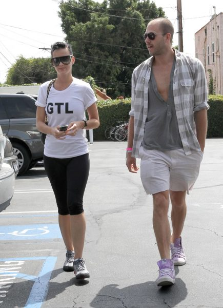 gallery_enlarged-katy-perry-paparazzi-pics-012