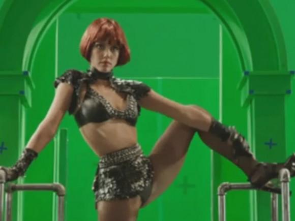 jessica-alba-green-screen-striptease-scene-filming-sin-city-2-02