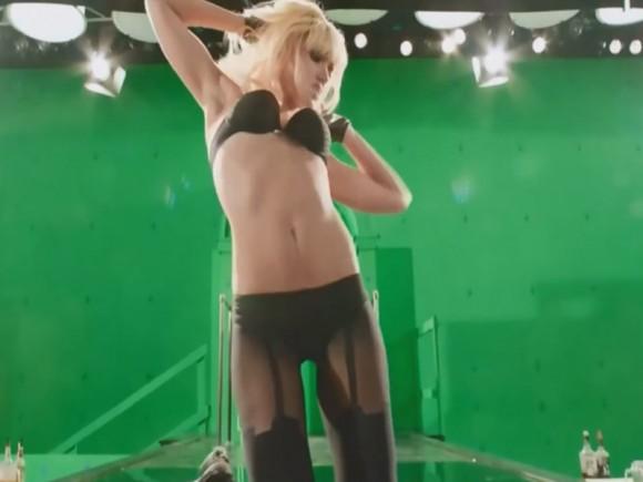 jessica-alba-green-screen-striptease-scene-filming-sin-city-2-10