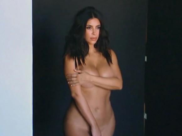 kardashian-kendi-programini-bu-pozlarla-tanitti1
