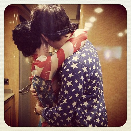 katy-perry-and-john-mayer-hug-4th-july_1