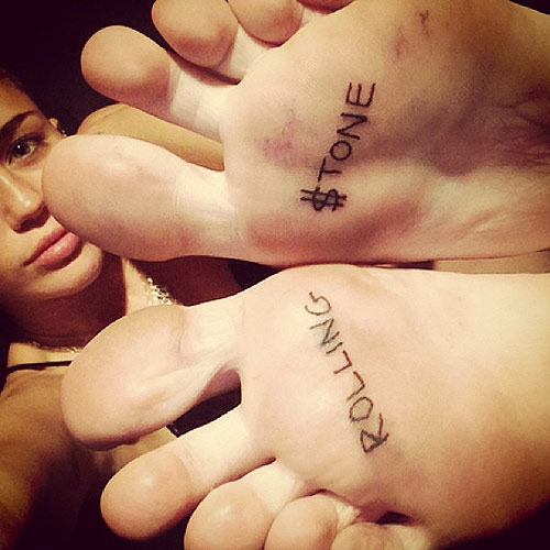 miley-cyrus-rolling-stone-foot-tattoos