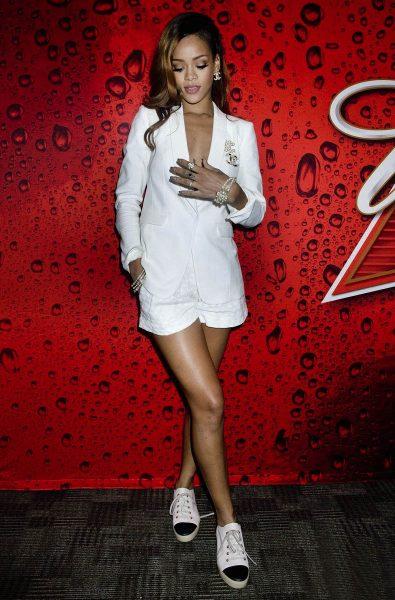 rihanna-diamonds-world-tour-backstage-pictures-exclusive-04