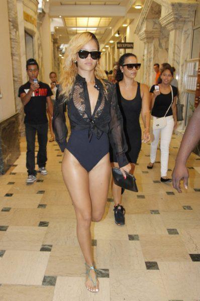 rihanna-wears-bathing-suit-while-shopping-in-monaco-01
