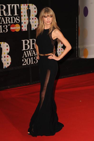 taylor_swift_brit_awards_2013_red_carpet_arrivals__qt8zmc5qfjl