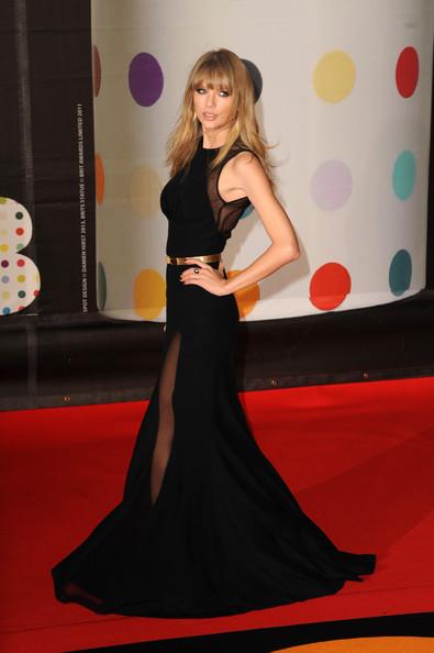 taylor_swift_brit_awards_2013_red_carpet_arrivals_mj9d63yuij0l