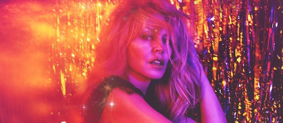 Kylie Minogue 50 yaşında Golden Tur'a çıktı